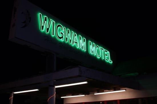 Wigwam Motel: Nice Neon