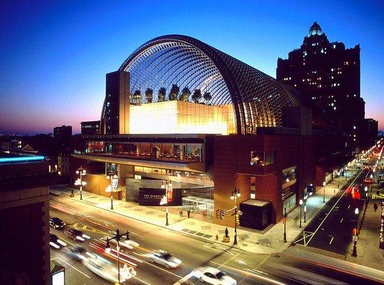 Holiday Inn Express Philadelphia-Midtown: Kimmel Center just 5 walking blocks away.