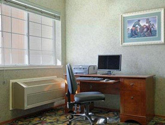 Howard Johnson Inn Salinas: Business Center