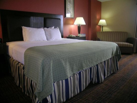 Holiday Inn Richmond I 64 West End: Enjoy our oversized Califonia King beds