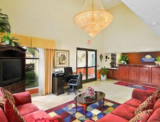 Days Inn & Suites Winnie: Lobby