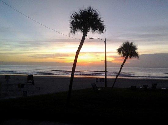 Ocean Court Motel: lever de soleil vue de l'appartement... quoi de plus beau ?