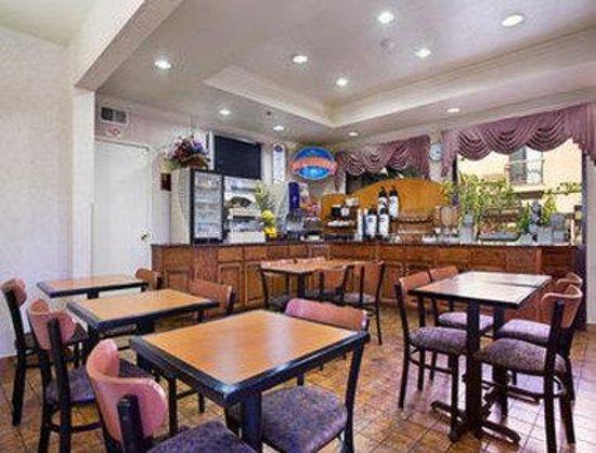 Baymont Inn & Suites - Lax/Lawndale: Breakfast Area