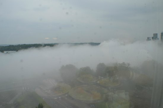 Sheraton on the Falls: Morning View from Falls View Restaurant 13th Floor.