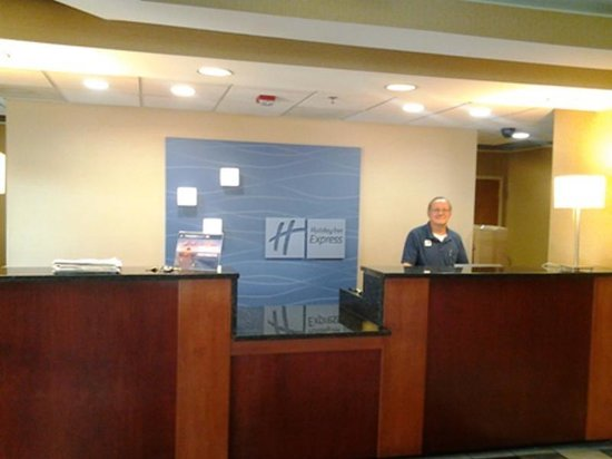 Holiday Inn Express Edgewood-I95 : FRONT DESK