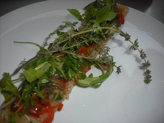Bistrot À Côté : the starter: onion confit, peppers, olives, tomatoes, arugula