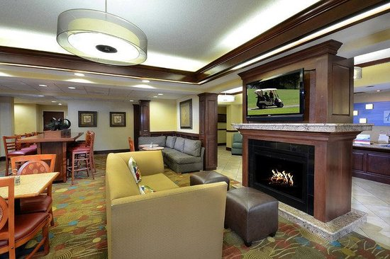 Holiday Inn Express Raleigh-Durham Airport: Hotel Lobby