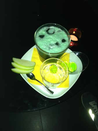 B:Free Cocktail Bar: Out of the green