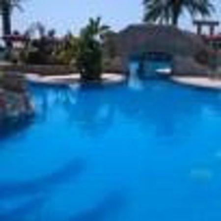 Crown Resorts Horizon: Pool area