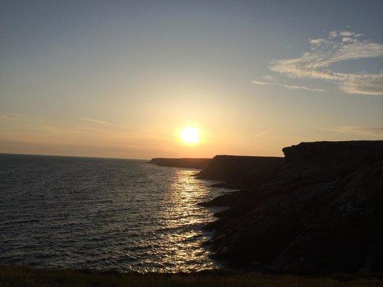 Ile de Groix : Couché de soleil au trou de l'Enfer (sud de l'île)