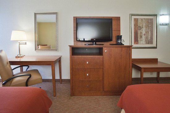 Holiday Inn Express Lynchburg: Two Queen Bed Guest Room