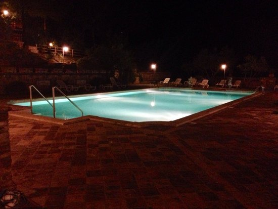 Country House Hotel Tre Esse: Piscina di notte