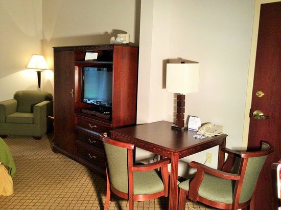 Holiday Inn Express Milford: Suite
