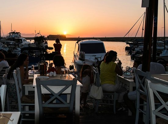 Glossitses: Tramonto sul porto di Chania