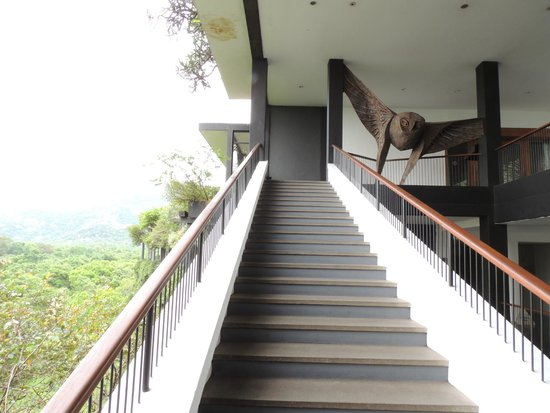 Heritance Kandalama : open air staircase