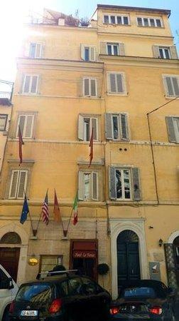 La Fenice: Front of hotel