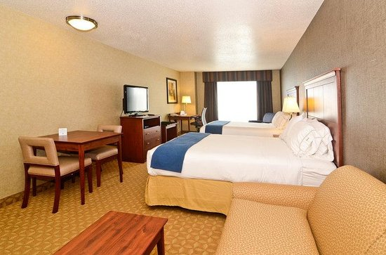 Holiday Inn Express Fort Atkinson: Family Suite