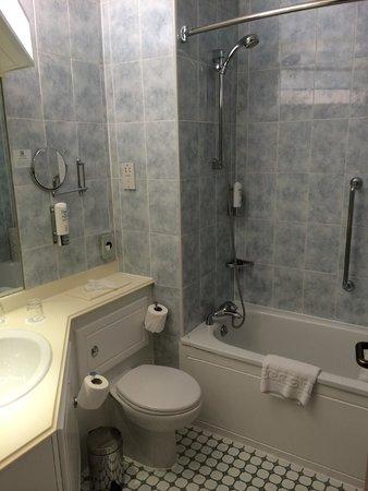 Holiday Inn Nottingham : My bathroom