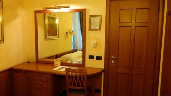La Fenice: Inside hotel room