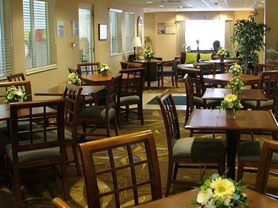 Holiday Inn Express New Buffalo : Hotel Lobby