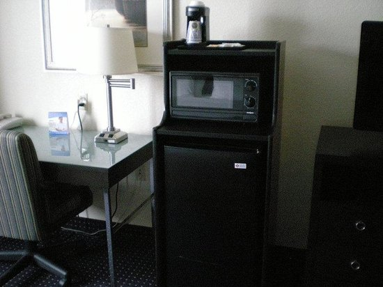 Holiday Inn Express New Buffalo: Single Bed Guest Room with fridge and microwave