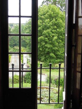 Le Logis des Quatre Puits : view from 1st floor over entrance