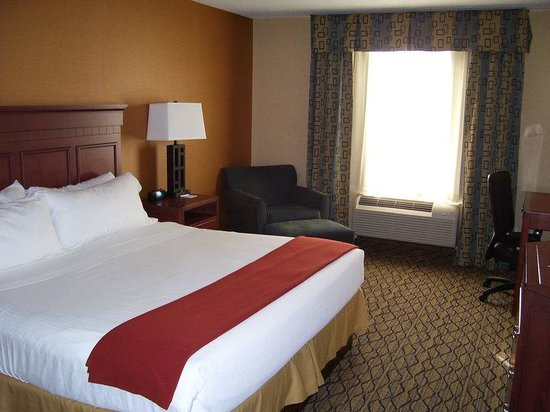 Holiday Inn Express Belleville: Extended Suite with King Size Bed
