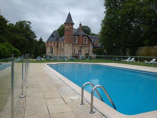 Chateau d'Esclimont: Piscina