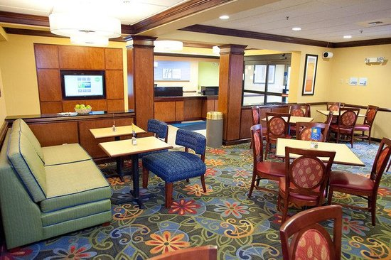 Holiday Inn Express Richmond Northwest I-64: Take a moment to unwind in our spacious lounge area.