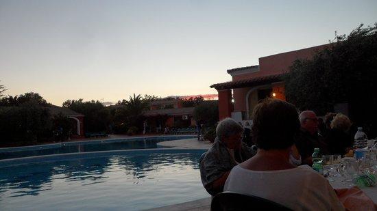 Villaggio Alba Dorata : il ristorante bordo piscina