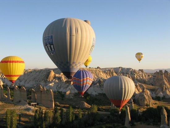 Cappadocia Voyager Balloons: Flying low