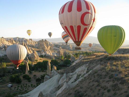 Cappadocia Voyager Balloons : Balloon ride at Cappadocia