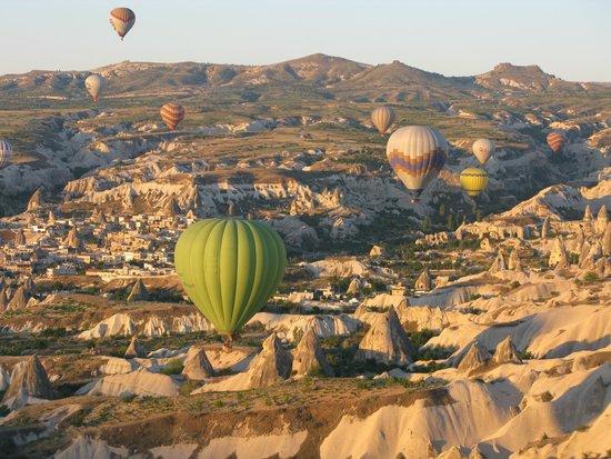 Cappadocia Voyager Balloons : Many balloons up