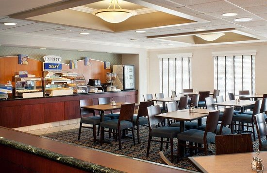Holiday Inn Express Middletown / Newport: Breakfast Area