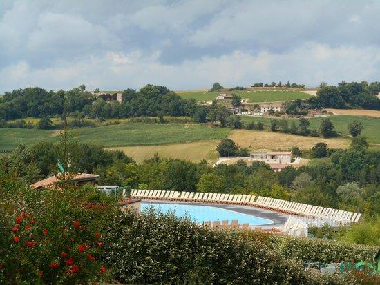 """Yelloh! Village Le Lac Des Trois Vallees : La petite piscine en """"terrasse"""""""