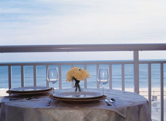 Holiday Inn Hotel & Suites Ocean City : Dine alfresco on your private oceanfront balcony.