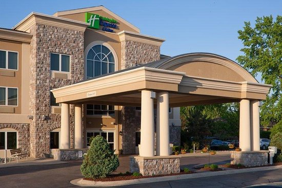 Holiday Inn Express & Suites Saginaw: Hotel Exterior