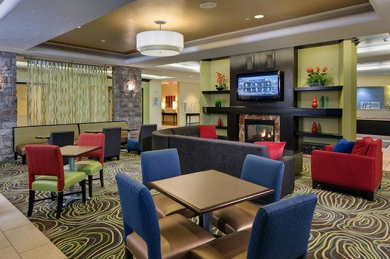 Holiday Inn Express & Suites Saginaw: Breakfast Lobby