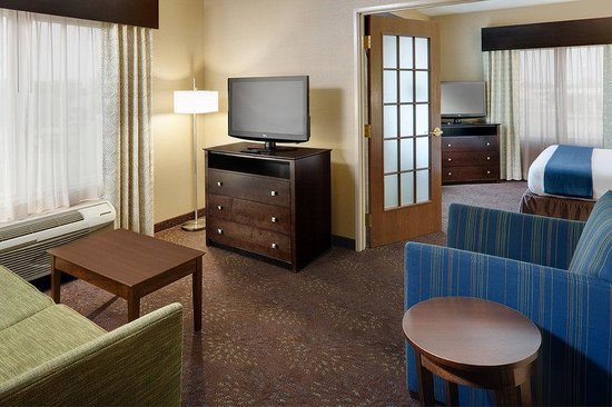 Holiday Inn Express & Suites Saginaw : 2 Room Suite Living Area
