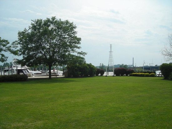 Holiday Inn Grand Haven - Spring Lake: Great Lawn