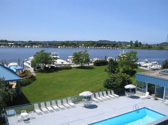 Holiday Inn Grand Haven - Spring Lake: Outdoor swimming pool