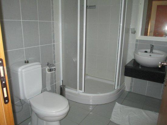 Binlik Hotel : 612 bathroom..