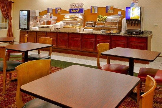Holiday Inn Express Hotel & Suites Spring Hill: Breakfast Bar