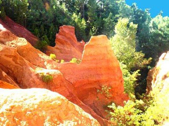 Roussillon village ocre pigment de provence photo de le sentier des ocres - Peinture ocre provencal ...