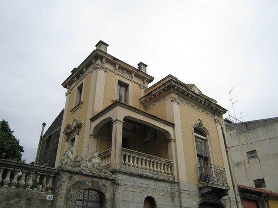 Casa natale di mastru don giuanni arena stile liberty foto de belpasso province of catania - Casa stile liberty ...