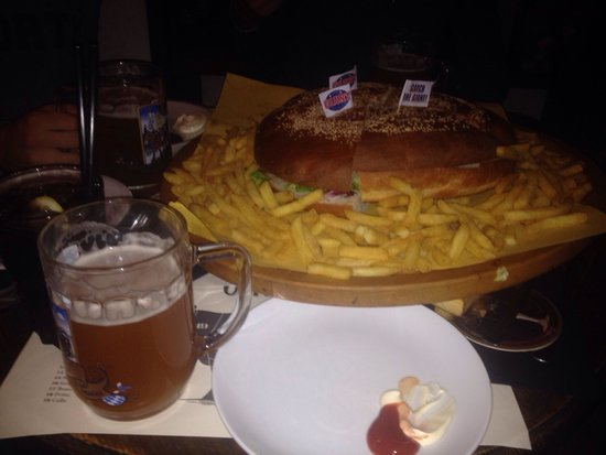 Kilo Restaurant: Big hamburgher
