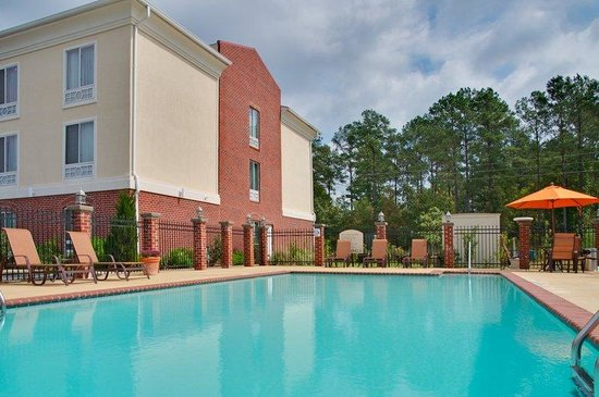 Holiday Inn Express Hotel & Suites Natchitoches: Outdoor Swimming Pool