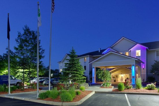 Holiday Inn Express Hotel & Suites : Hotel Front Entrance