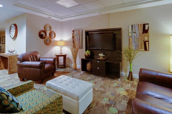 Holiday Inn Express Hotel & Suites : Hotel Lobby
