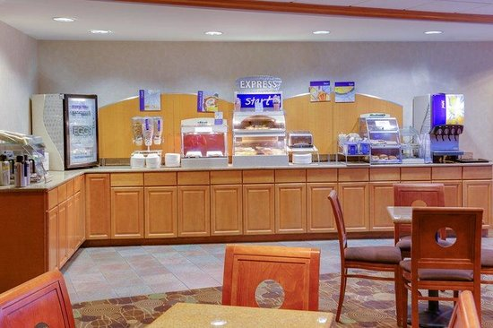 Holiday Inn Express Hotel & Suites : Morning Breakfast buffet